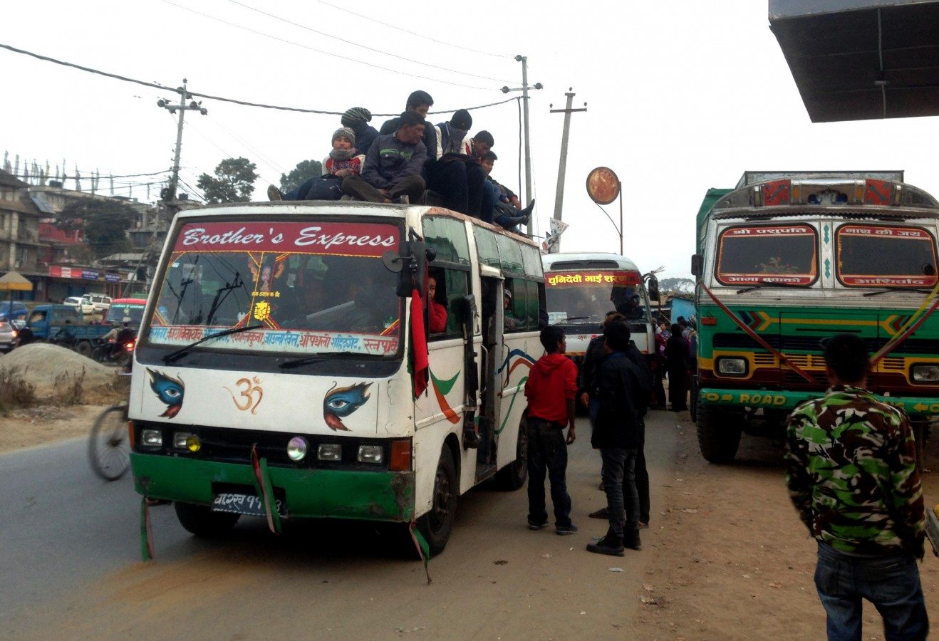 People cram aboard buses during the fuel crisis. The lack of petrol is blamed on an Indian blockade of goods into Nepal, following a new constitution. <em>Photo: Patrick Ward</em>